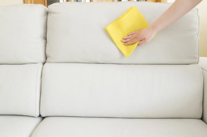 очистить пятна на белом диване