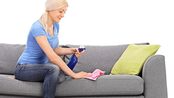 очистить диван от пятен
