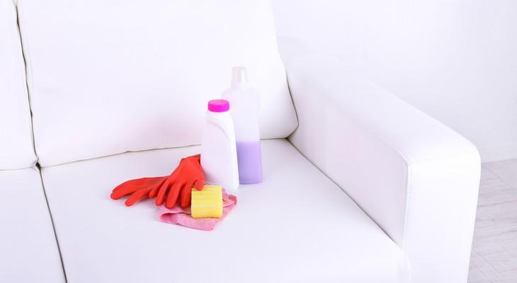 чистка белого дивана из ткани
