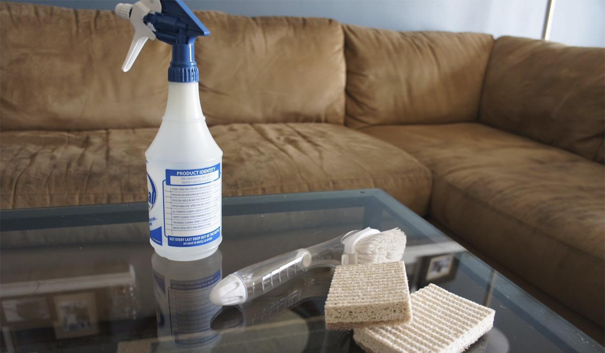 почистить диван от запаха