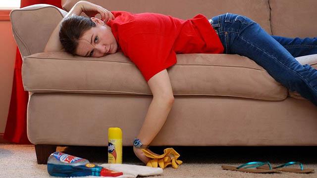 Удалить запах мочи с дивана взрослого