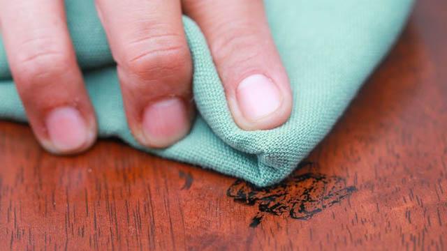 убрать фломастер с мебели